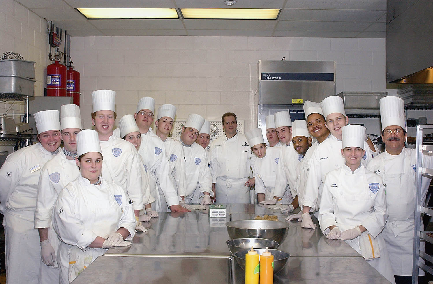 Students gather around Spring 2003 Visiting Chef Jeff Vosburgh, then-executive chef of Georgian Terrace Hotel. Photo by Cindy Davis Meixel.