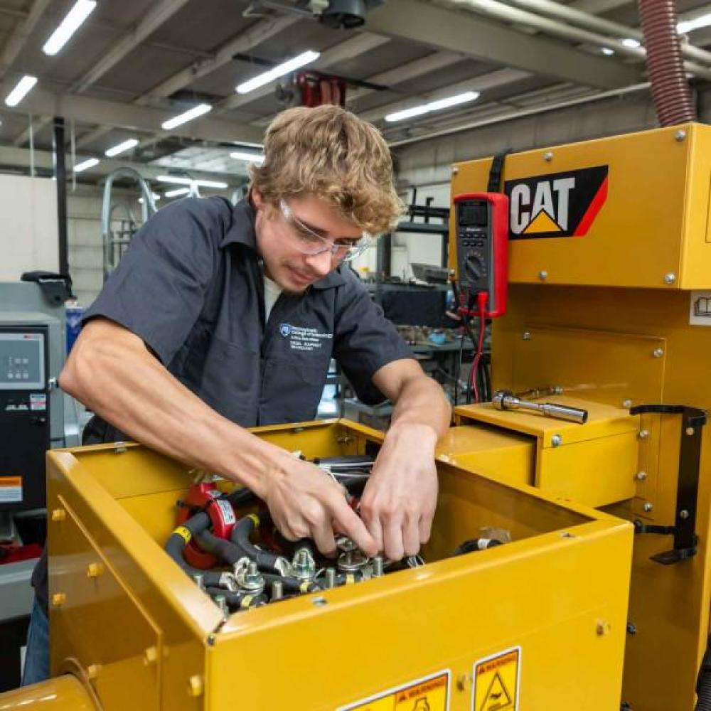 Heavy Construction Equipment Technology: Caterpillar Equipment Emphasis